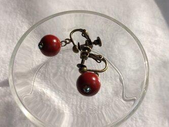 うるし玉のイヤリング・赤の画像