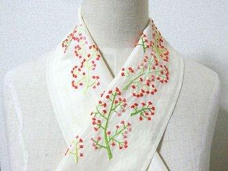 手刺繍半襟*珊瑚色の花の画像