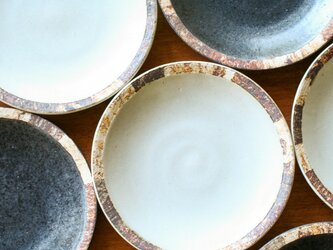 伊豆土リムの六寸皿(白釉)の画像