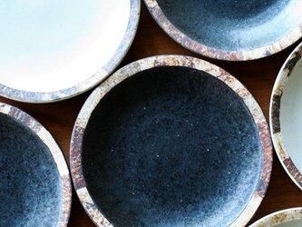 伊豆土リムの六寸皿(黒釉)の画像