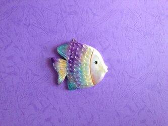 魚のレリーフ(パープル)の画像