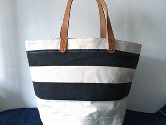 お好きな文字を鞄に。岡山産9号帆布生成り黒ボーダーバケツトートND_BNP_0387の画像