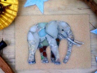 Sea glass wall decoration   「小さなゾウ」の画像