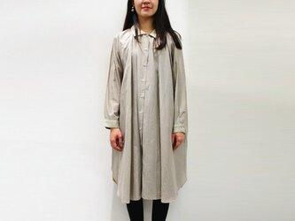 [ボタニカルダイ]マーガレット染め 綿シルクのロングシャツワンピース c8411-04001-01の画像