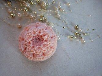 バラのブローチ。ソープカービングの画像