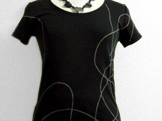 Tシャツ(ランダムな曲線)の画像