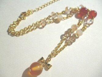 カーネリアン・水晶・カットガラス・メタルリボンのネックレスの画像