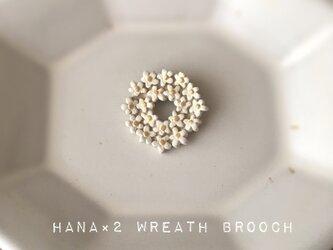【陶器】花花リースブローチ(ホワイト)の画像