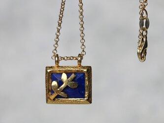 ラピスラズリ&木の葉 ネックレス ステアリングシルバ-(ゴールド)の画像