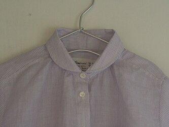 丸襟紫ストライプ半袖シャツの画像
