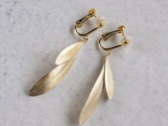 Olive leaves earrings {EP047K10}の画像