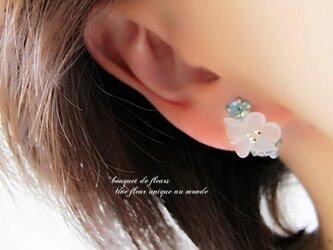 水辺に咲く白い花 ノンホールフープイヤリングorピアスの画像