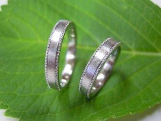 結婚指輪 手作り(鍛造&彫金)プラチナ艶消し 小さなミルグレイン 幅広フラットリングの画像