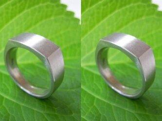 結婚指輪 手作り(鍛造&彫金)プラチナ荒仕上げ「昔ながらの造り方で制作・印台リング」幅広&重圧感の画像
