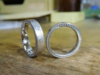 結婚指輪 手作り(鍛造&彫金)打ち出し&ミル打ちの最強コラボリング・艶消しが重厚感を引き立てるの画像