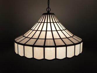 白いガラスのランプシェードの画像
