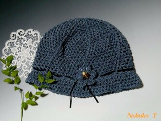 [春夏用]しゃりっと涼しい、つば付き手編み帽子(デニムブルー)の画像