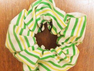 爽やかストライプのシンプルシュシュ(緑・黄)の画像