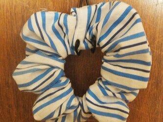 爽やかストライプのシンプルシュシュ(水色・青)の画像