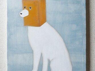 紙袋をかぶった犬 (白犬) F6サイズ絵画の画像