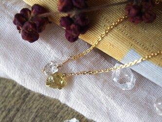 原石のグリーンガーネットとダイヤモンドクォーツのネックスの画像