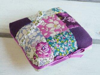 紫のリバティプリント ピンクッションの画像