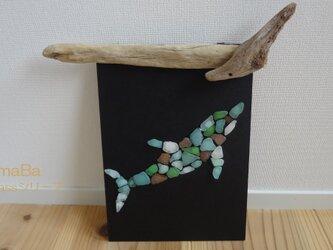 ≪シーグラス インテリア≫シーグラスのはり絵 ~幸せ呼び込むイルカ dolphinの画像