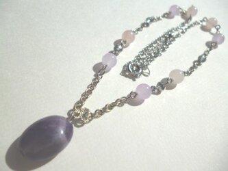 アメジスト・ローズクオーツ・カルセドニー・カットガラスのネックレスの画像