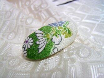 スカーフのアクセントや帯留めに 絹で作りましたの画像
