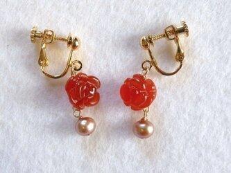 【K14GF】バラ型カーネリアンとゴールドパールのイヤリングの画像