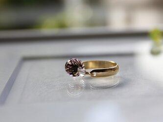 しずく形のプチ蜻蛉玉のリング(濃紫)の画像