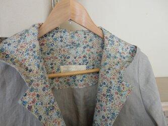 フードのついた春のワンピースコート(サンドベージュ)の画像