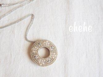 """ring""(silver×pearl)ビーズ刺繍ペンダントの画像"