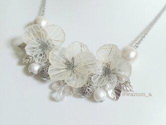 切り絵の花のネックレス(山荷葉:銀)の画像
