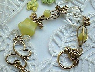 *黄色の花と蝶のブレス*の画像