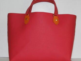 手縫い 赤の牛革で作ったトートバッグの画像