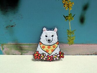 手刺繍ブローチ*シロクマの画像