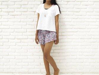 夏に履きたい小花柄ショートパンツ<ネイビー>の画像