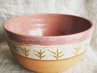 ピンクとゴールドの大鉢の画像