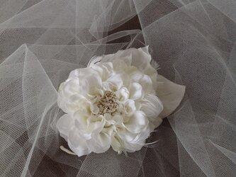 白いダリアの飾りの画像