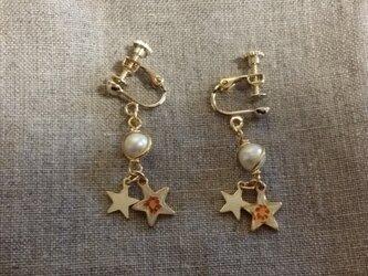 パールとw starのイヤリングの画像
