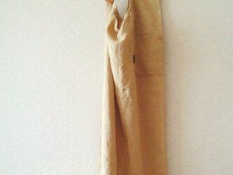 エプロンワンピ 天日干しリネン モカの画像