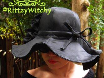 【受注生産】14cmツバ上品な光沢ブラックのフリルフレア女優ハットの画像