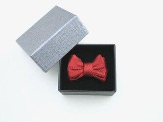蝶ネクタイのタックピン・赤のヘリンボンの画像
