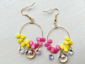 真珠貝フープピアス(ピンク×イエロー)の画像
