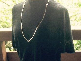 SILVER+真珠のロングネックレスの画像