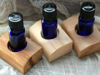◇期間限定 送料無料◇ 屋久杉・ひのき・くす 3つの香りを楽しめるアロマスタンド(1穴)セットの画像