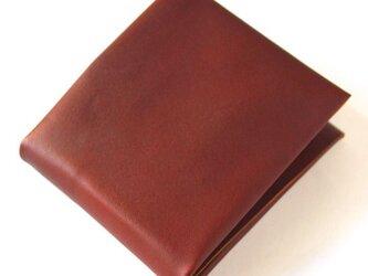 シンプルなのに多収納な4つ折りレザー財布。の画像