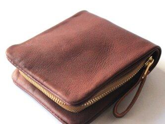 コの字型ファスナーのレザー2つ折り財布。の画像
