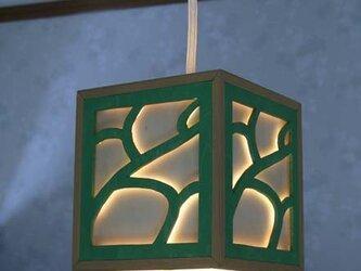 木製のペンダントライト(緑)の画像